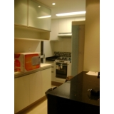 cozinha planejada para apartamento pequeno Vila Pompéia
